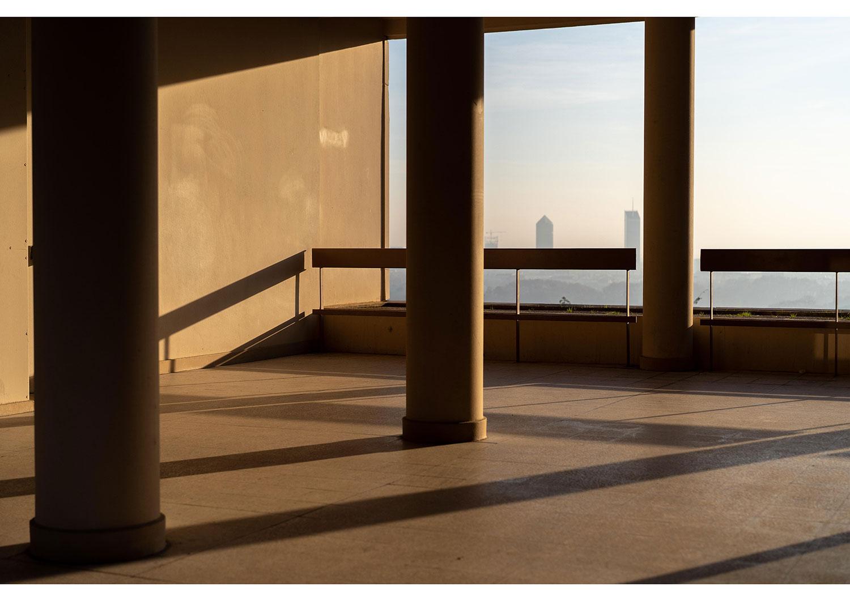 2e : La géométrie des ombres à la Edward Hopper de Azzedine