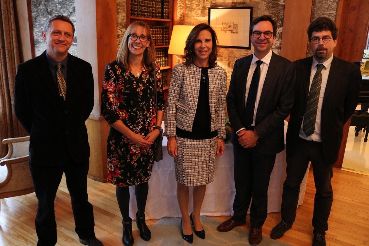 Signature double-diplôme franco-canadien dans le domaine de l'enseignement des langues et du bilinguisme